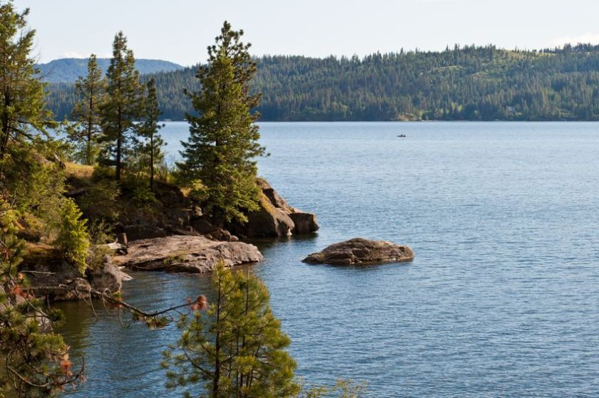 Lake Coeur d'Alene has scenic bike trails and an annual IRONMAN Triathlon.