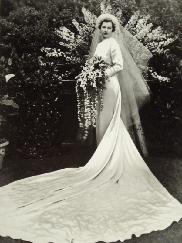 Glamor and the Great Depression: Wedding Dresses of the 1930s – Past ...