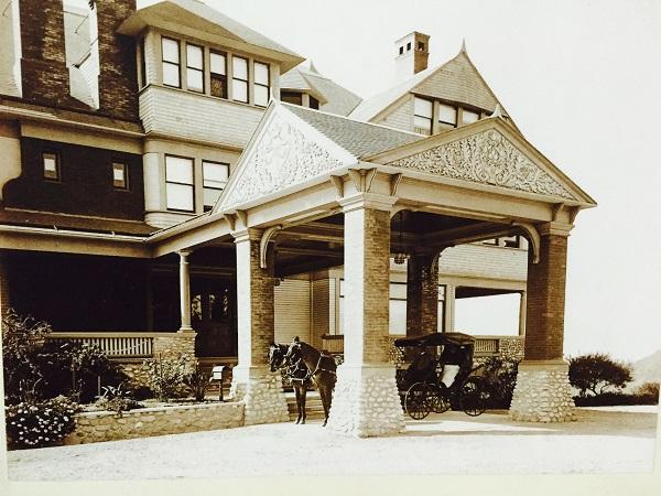 Lowe's Home in Pasadena, Porte Cochere