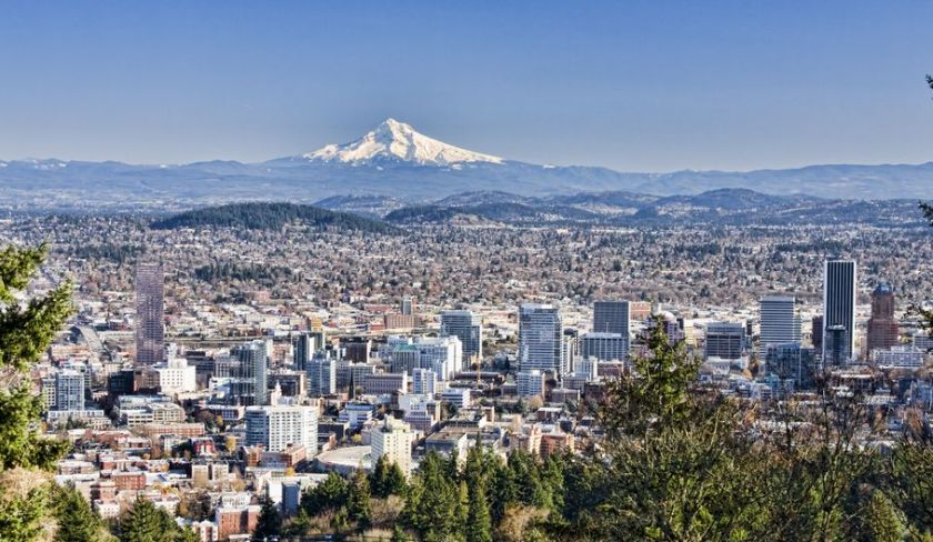 6082370 - view of portland, oregon from pittock mansion.